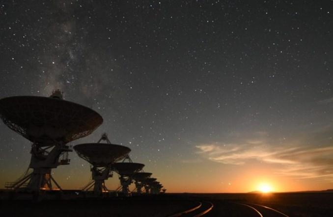 Astronomiczny problem z rojami satelitów. Nocne niebo nie będzie już takie samo