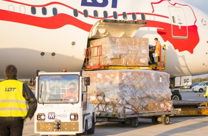 LOT przewiózł materiały medyczne z Szanghaju do Budapesztu