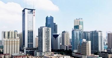Chiny przywracają operacje na lotnisku w Wuhan i zawieszają blokadę komunikacyjną miasta