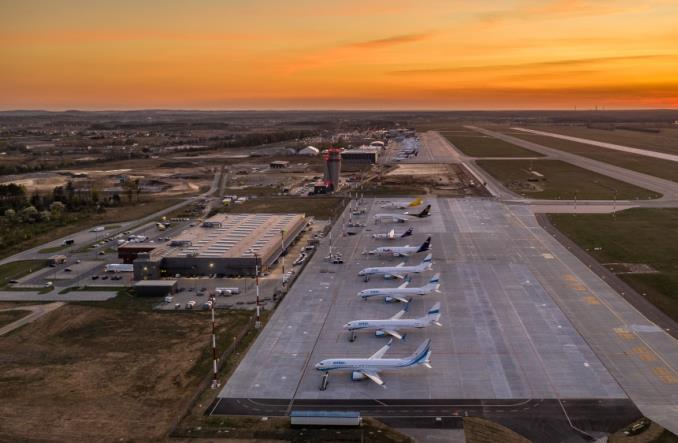 Katowice Airport: Tak wyglądają płyty postojowe w czasie pandemii (Galeria)