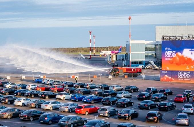 Kino samochodowe na lotnisku w Wilnie