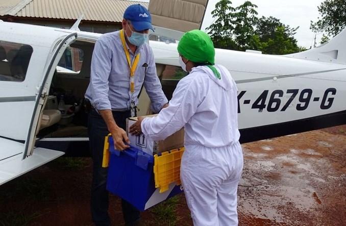 Prywatne samoloty przewożą testy na COVID-19 z niedostępnych obszarów Kolumbii