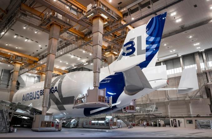 Trzecia BelugaXL już w pełnych barwach Airbusa
