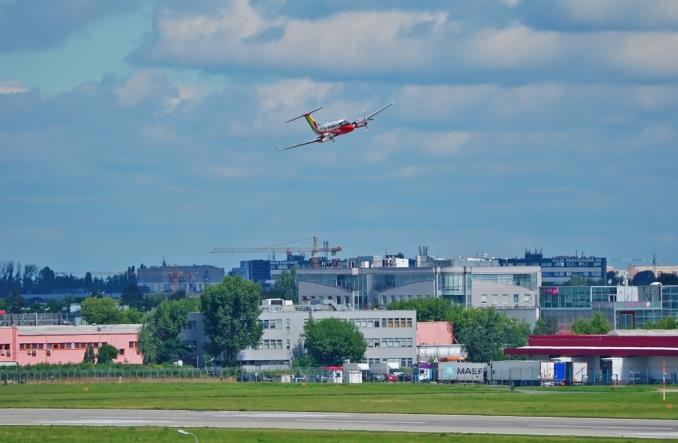 Lotnisko Chopina: Droga startowa nr 1 otwarta (ZDJĘCIA)
