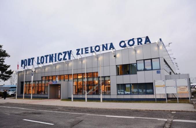 Korekty godzin lotów na trasie Zielona Góra – Warszawa