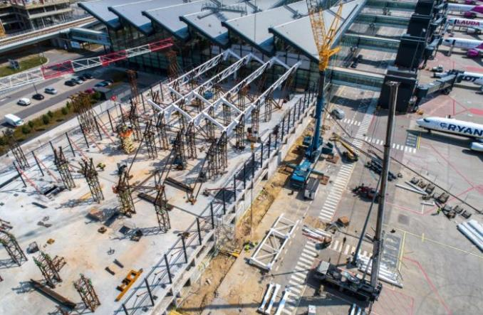 Gdańsk: Ogromna konstrukcja stalowa pod rozbudowywany terminal portu