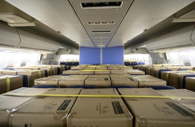 """KLM ma nowy pomysł na cargo. """"Ładunek w kabinie"""" (Zdjęcia)"""