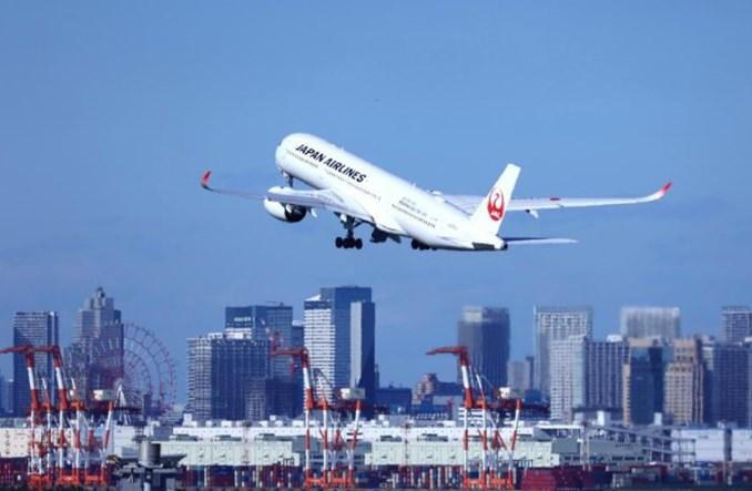 JAL przewidują znaczną roczną stratę i planują redukcję floty boeingów 777