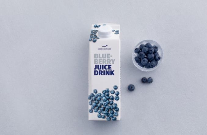 Finnair udostępnia pokładowy sok z jagód w supermarketach