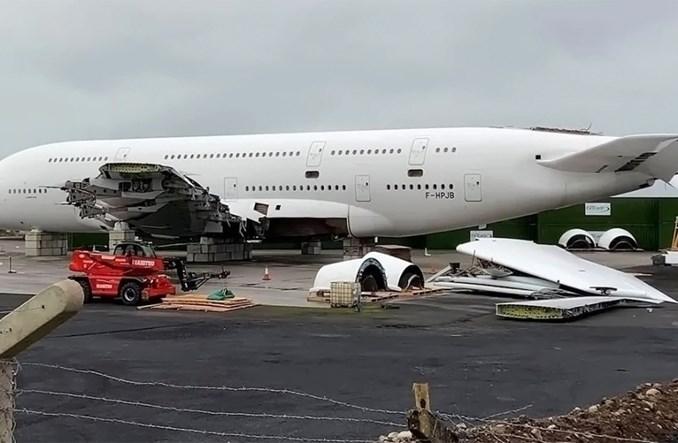 Smutne zdjęcie rozbiórki pierwszego wycofanego airbusa A380 Air France