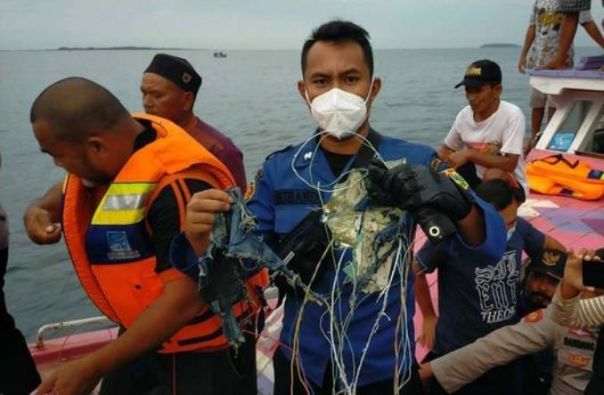 Indonezja: Boeing 737-500 Sriwijaya Air rozbił się po starcie (Aktualizacja)