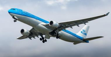 KLM zawiesza połączenia dalekodystansowe. Dystrybucja szczepionek zagrożona