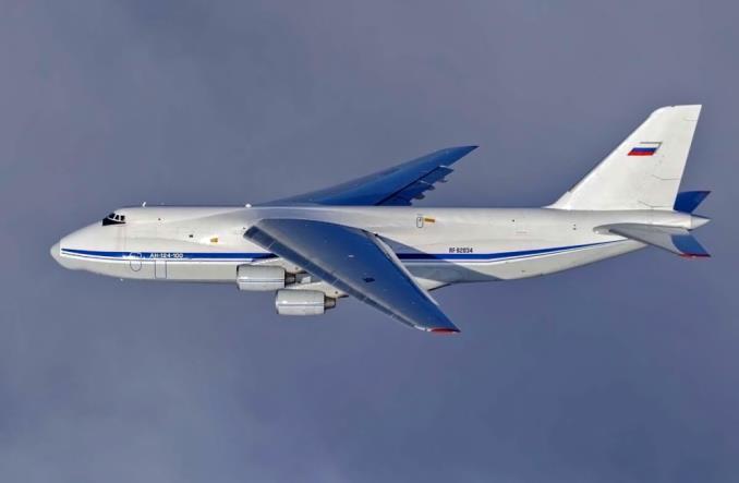 Rosja: Największy w historii lot formacji wojskowych An-124 (Zdjęcia)