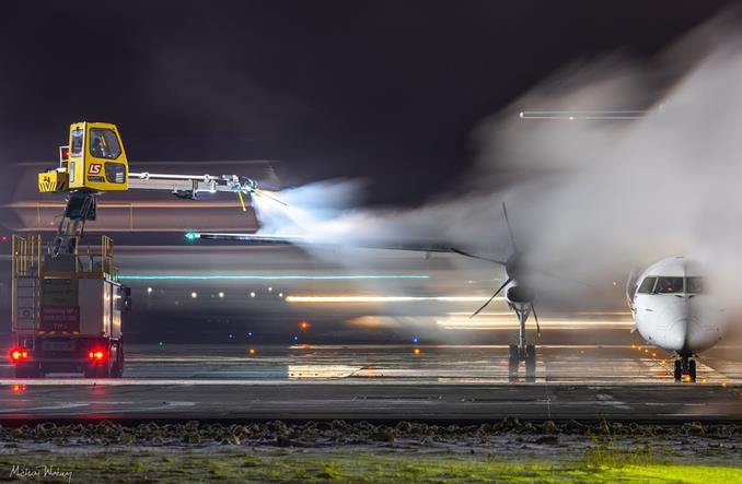 LS Airport Services: Na czym polega odladzanie samolotów? (Zdjęcia)