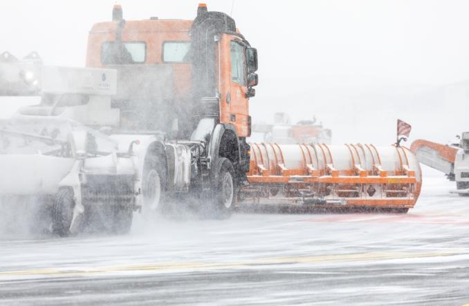 Zima nie zaskoczyła lotniska Chopina (Zdjęcia)