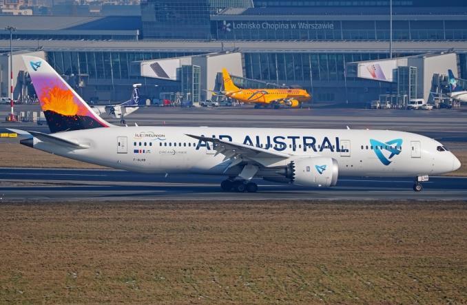 Dreamliner Air Austral przyleciał do bazy technicznej LOTAMS (Zdjęcia)