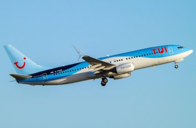 Pilot TUI myślał, że samolot jest lżejszy o 1200 kg. Kobiety sklasyfikowano jak dzieci