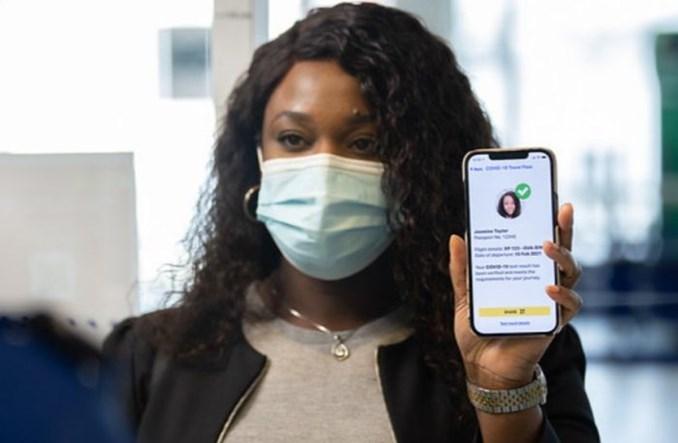 IATA: Szczepionki to nie jedyny sposób na bezpieczne podróżowanie