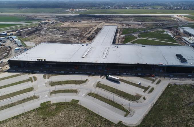 Lotnisko w Radomiu: Praca wre! Zaglądamy do środka [zdjęcia]