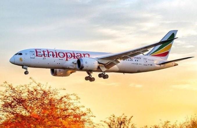 """Kapłan Voodoo """"oczyścił"""" Dreamlinera Ethiopian po uderzeniu pioruna"""