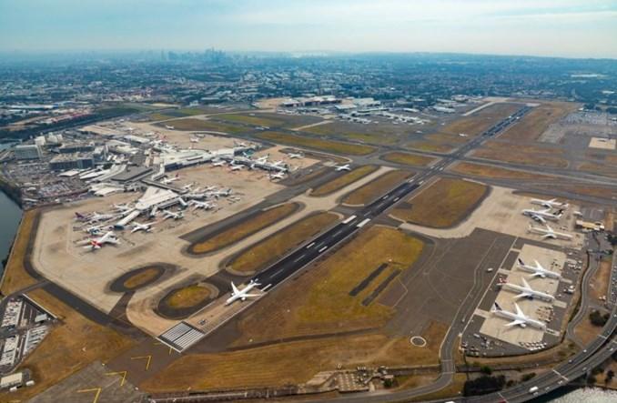 Qantas i REX redukują krajową sieć połączeń. W tle walka o szybsze zwroty za bilety