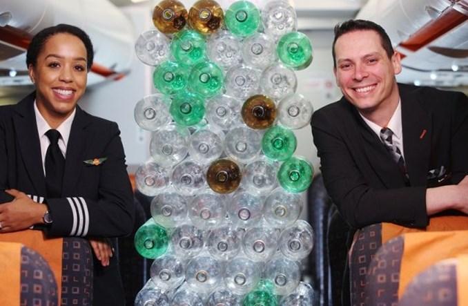 Nowe uniformy easyJet w cieniu krytyki Greenpeace. Krajowe loty pod ostrzałem ekologów