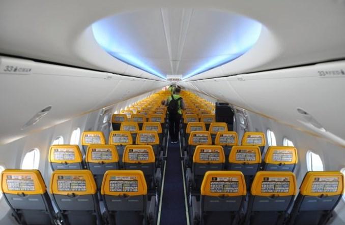"""Modlin: Ryanair zaprezentował 737 MAX """"Gamechangera"""" w barwach Buzz (zdjęcia)"""