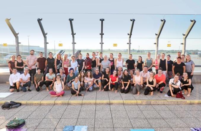 Praga: Joga na tarasie widokowym lotniska i 115 miejsc docelowych