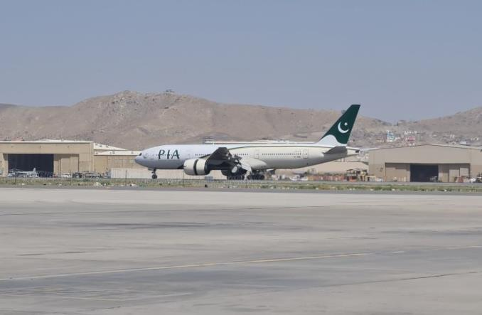 Boeing 777-200ER linii PIA wylądował w Kabulu i odleciał do Islamabadu