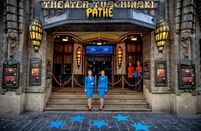 KLM celebruje 102. urodziny pamiątkową figurką budynku kina Tuschinski