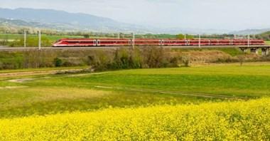 Kolej dużych prędkości pogrążyła Alitalię? Przyciągają niskie ceny i wygoda