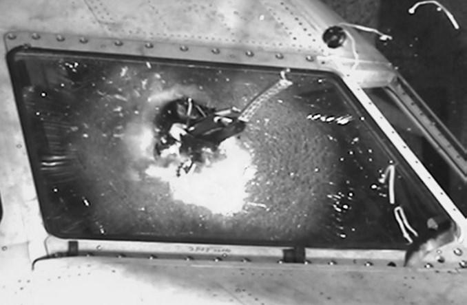 Brytyjczycy alarmują: Dron może zniszczyć duży pasażerski samolot