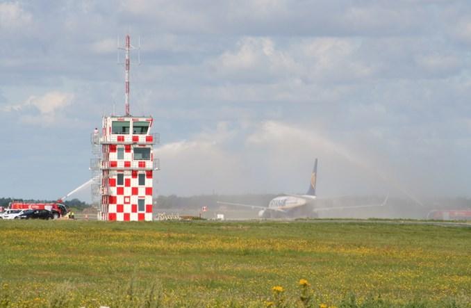 Lotnisko w Modlinie: PAŻP jednak wydzierżawi system ILS kategorii II